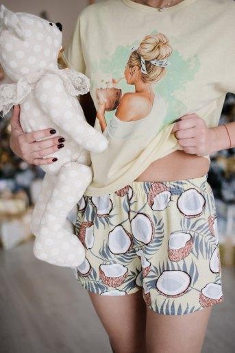 Женская пижама ЖП 022 (T) (Светло-желтый_принт кокосы) (Фото 2)