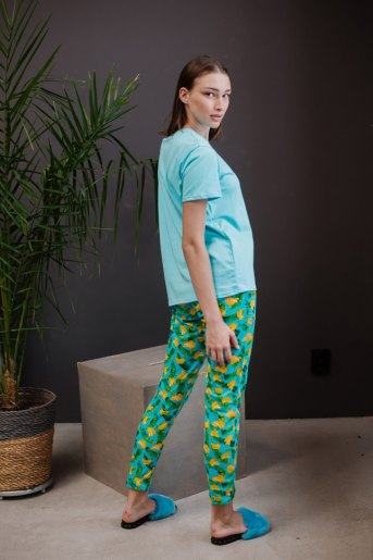Женская пижама ЖП 024 (T) (Голубой_принт бананы) (Фото 2)